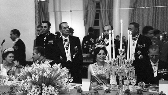 روایتی تصویری از سفر همسر ملکه به ایران