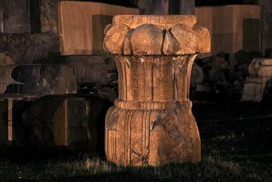 پایه ستون در تختجمشید