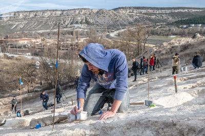 اعضای گروه باستانشناسی در کیل دره نزدیک سواستاپل