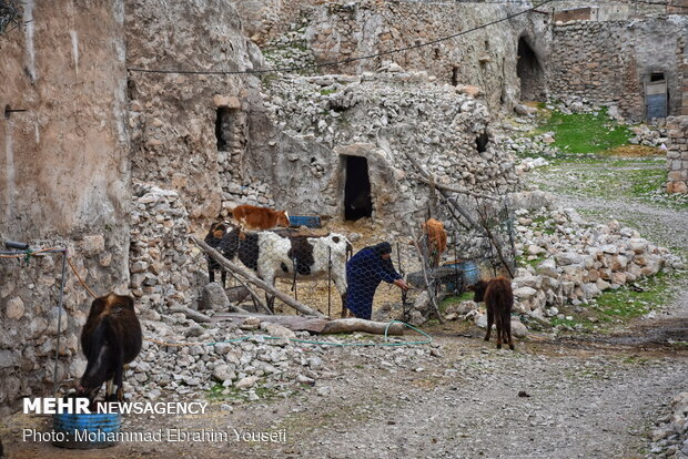 روستای لیوس دزفول، زندگی در دل سنگ