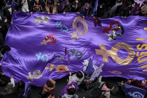 تظاهرات روز جهانی زن در شهر استانبول ترکیه/ رویترز