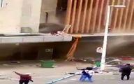 انداختن کودک از بالای برج در حال سوختن برای نجات
