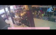 حمله سارقین قمه کش به یک مغازه در روز روشن